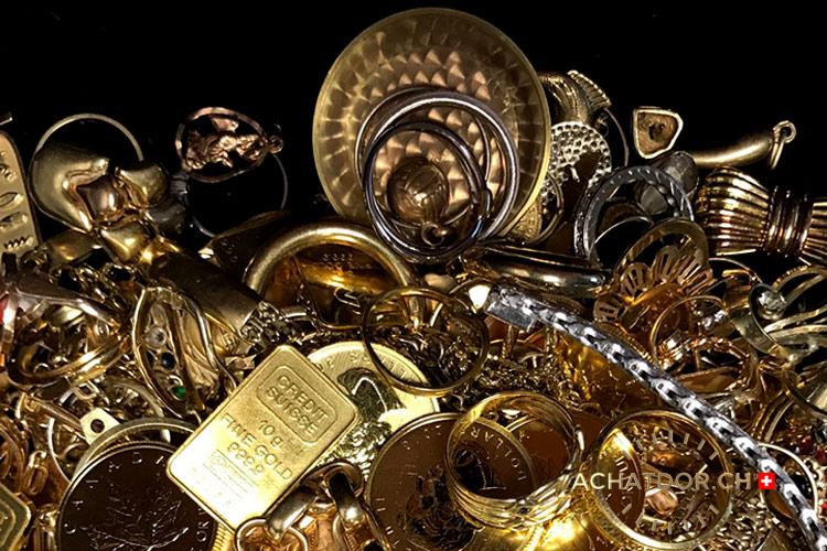 Photo de plusieurs bijoux en or